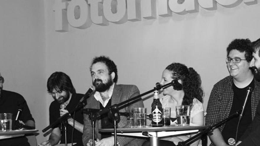 Nacho Vigalondo ocupó su lugar entre los presentadores y los panelistas de 'Lo de las noticias'