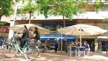 La terraza de la horchatería Bonastre, en avenida Mistral de Barcelona, estaba llena este lunes a mediodía