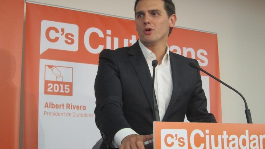 """Rivera dice que no van a dar un cheque un blanco ni van de """"farol"""" como se ha demostrado en Andalucía"""