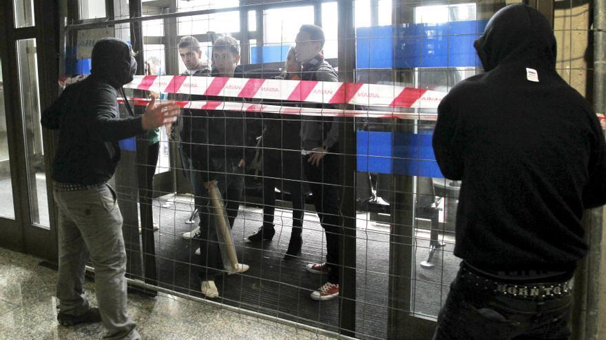 Cuatro policías heridos y un detenido en los incidentes tras la manifestación