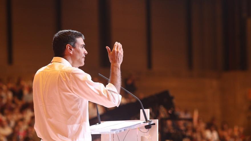 Sánchez vuelve al Congreso y saluda uno a uno a todos sus diputados, senadores y europarlamentarios