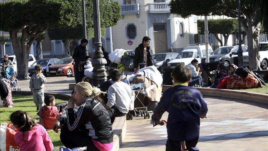 Inmigrantes sirios reanudan su acampada en la Plaza de España de Melilla