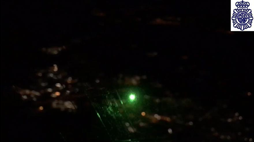Identificado por deslumbrar con un puntero láser a aviones que maniobraban para aterrizar en Foronda