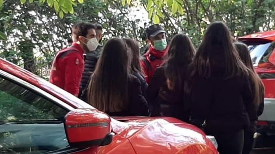 La Policía Foral controla un botellón en el Paseo del Arga de Pamplona