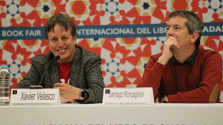"""El escritor mexicano Xavier Velasco asegura que """"escribir novela es fechoría"""""""