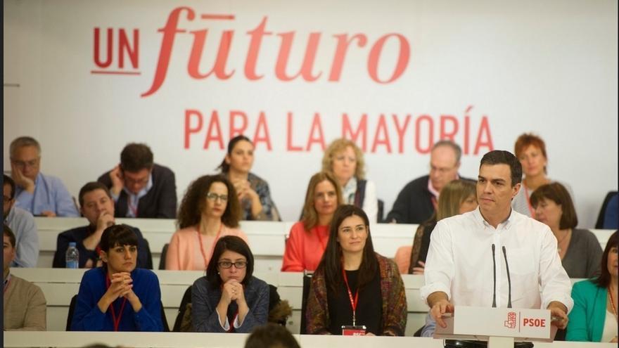 """Pedro Sánchez dice que tiene """"ganas"""" de iniciar el diálogo con otros partidos para hablar de políticas y no de sillones"""