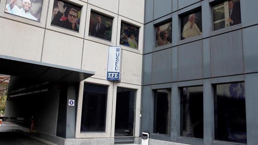 """La exposición """"Las mil caras del luto"""" muestra en el Museo EFE la cultura funeraria"""