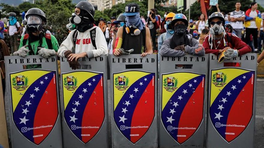"""La oposición venezolana marcha """"contra la dictadura"""" hacia la sede del Supremo"""