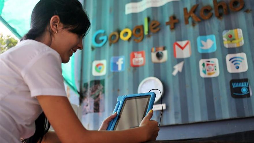 La importancia de que Cuba se abra a internet, a debate en Miami