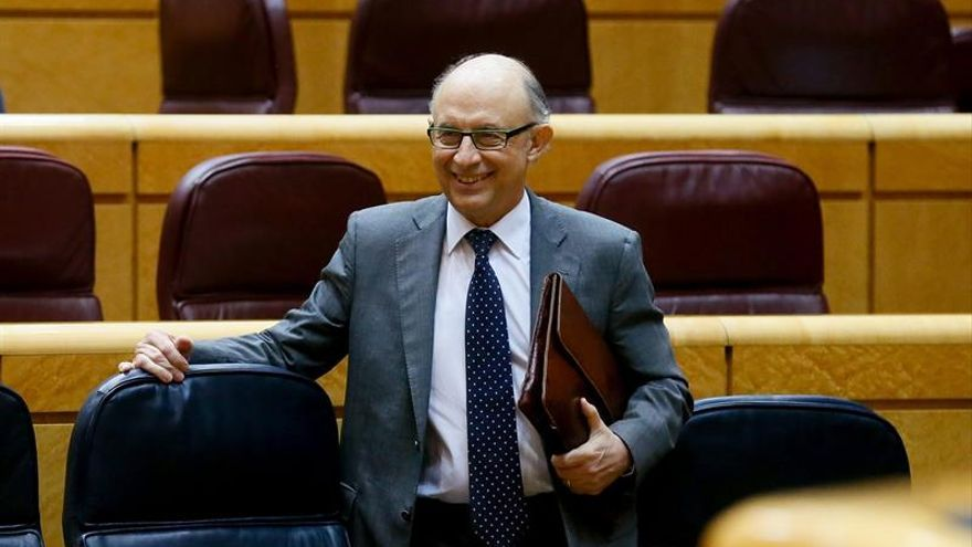 El ministro de Hacienda y Administraciones Públicas, Cristóbal Montoro, en el Senado. (EFE/Juanjo Martin)