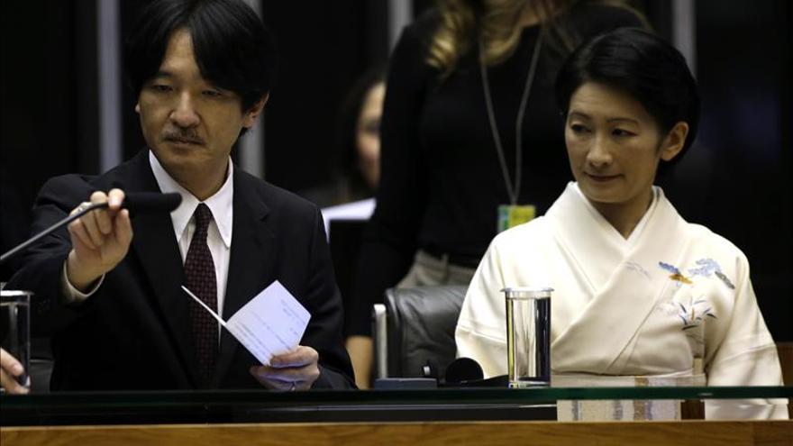 El príncipe Akishino de Japón visita Río de Janeiro en su última etapa en Brasil