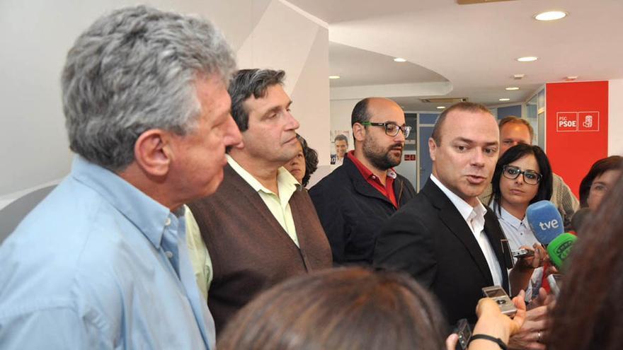 Los concejales del PSOE, Augusto Hidalgo, Las Palmas de Gran Canaria Puede, Javier Doreste, y NC, Pedro quevedo.