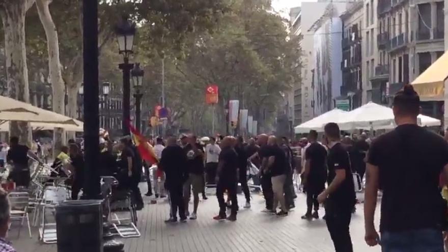 Un momento de la pelea entre ultras en Barcelona