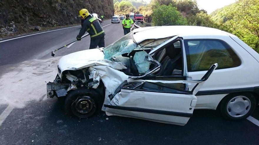 En la imagen,  el vehículo siniestrado. Foto: BOMBEROS LA PALMA.