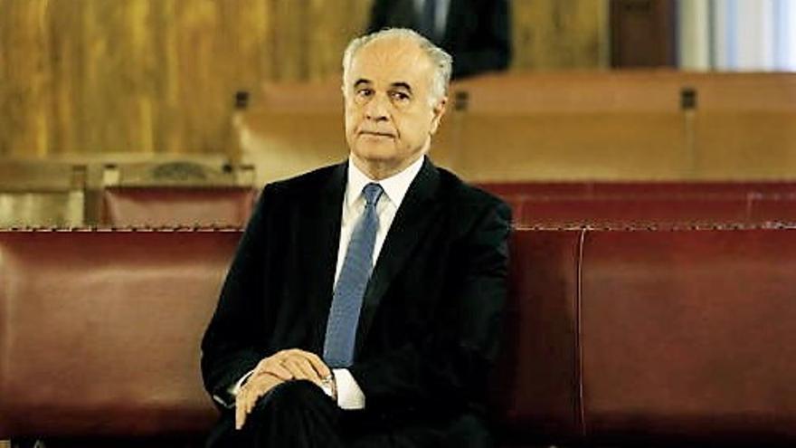 El exconseller de Cooperación, Rafael Blasco, en el banquillo.