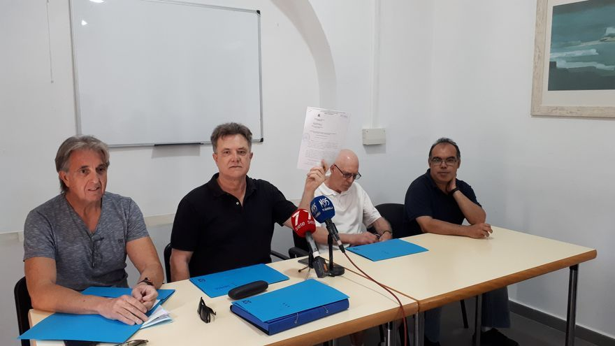 El secretario general de SEPMA muestra el decreto de incoación de la Fiscalía | N.C.