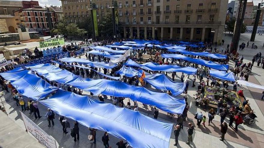 Manifestación contra la privatización del agua en Zaragoza
