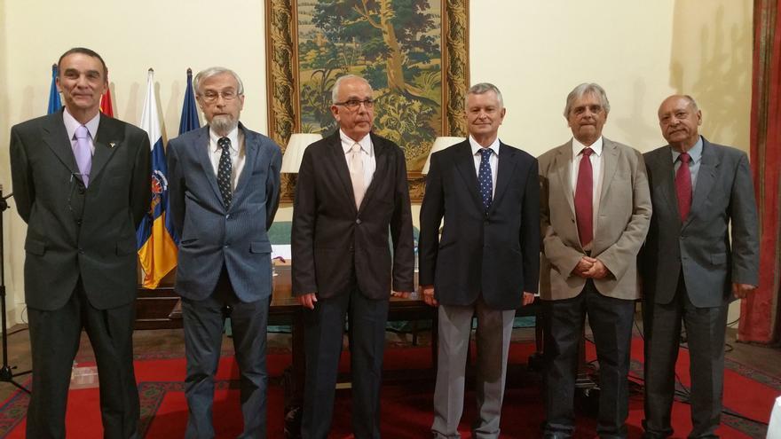 De izquierda a derecha, Rafael García Becerra, Juan José Bacallado, Jose Manuel Méndez Pérez, José Antonio Martín Corujo, Juan Carlos Pérez Arencibia y Francisco Lorenzo Concepción. Foto: LUZ RODRÍGUEZ.