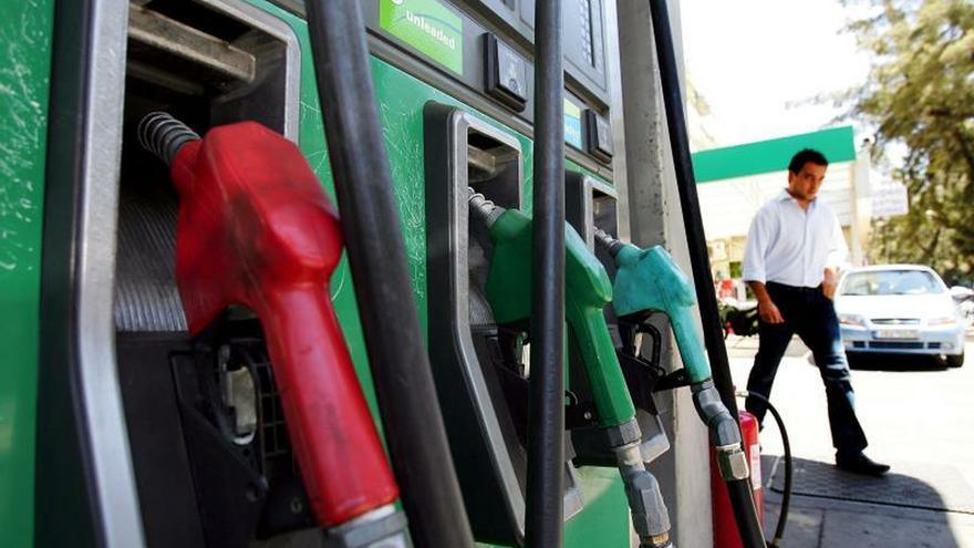 Imagen de archivo de un surtidor de gasolina.