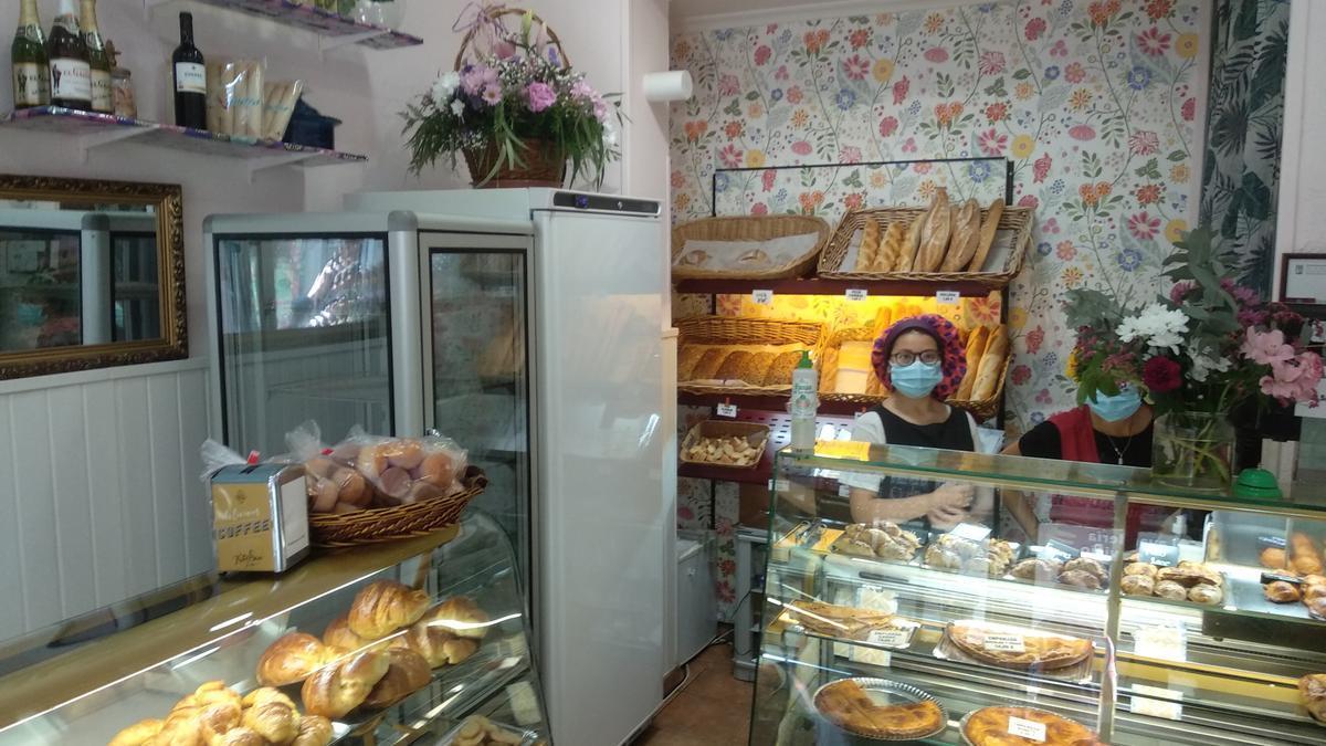 La pastelería Diadema en uno de sus últimos días antes de cerrar definitivamente.