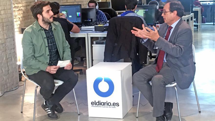El periodista Sergi Pitarch entrevista al conseller de Hacienda y Modelo Económico, Vicent Soler