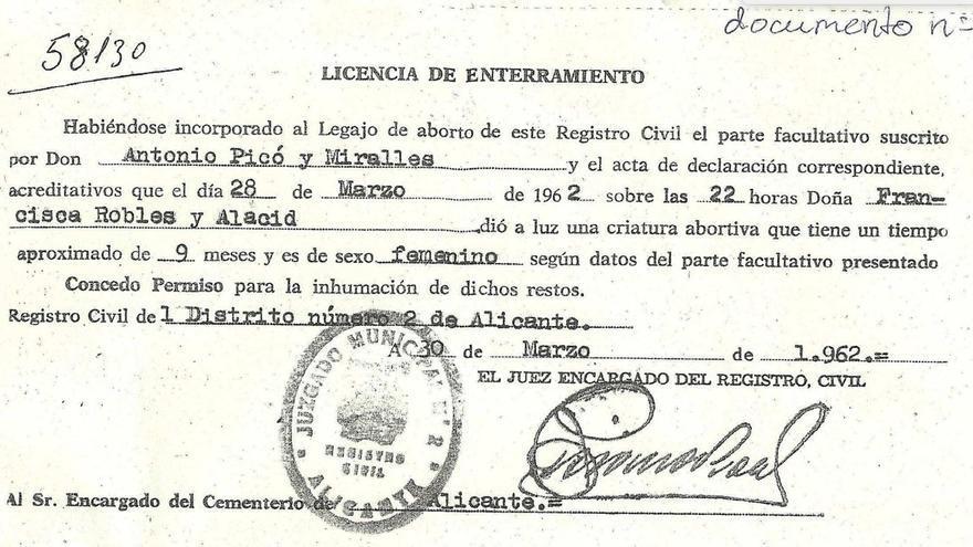 Licencia de enterramiento de la hermana de María José, en la que figura el nombre del padre, que nunca pudo ver el cadáver, en lugar del médico que debía certificar el fallecimiento.