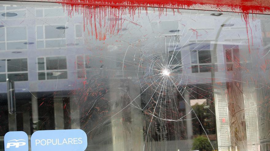 Ataque a la sede del Partido Popular de la calle Venegas. Foto: Alejandro Ramos.