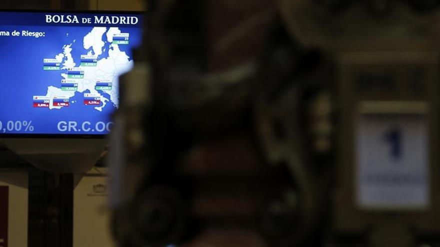 La prima de riesgo española sigue en 114 puntos y el bono, en mínimos