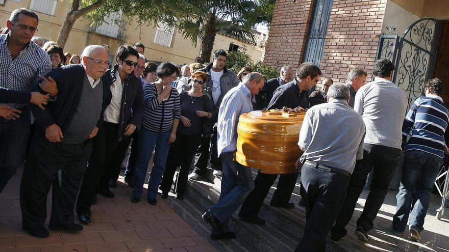 Imagen del entierro del vecino asesinado por Juan Carlos. EFE