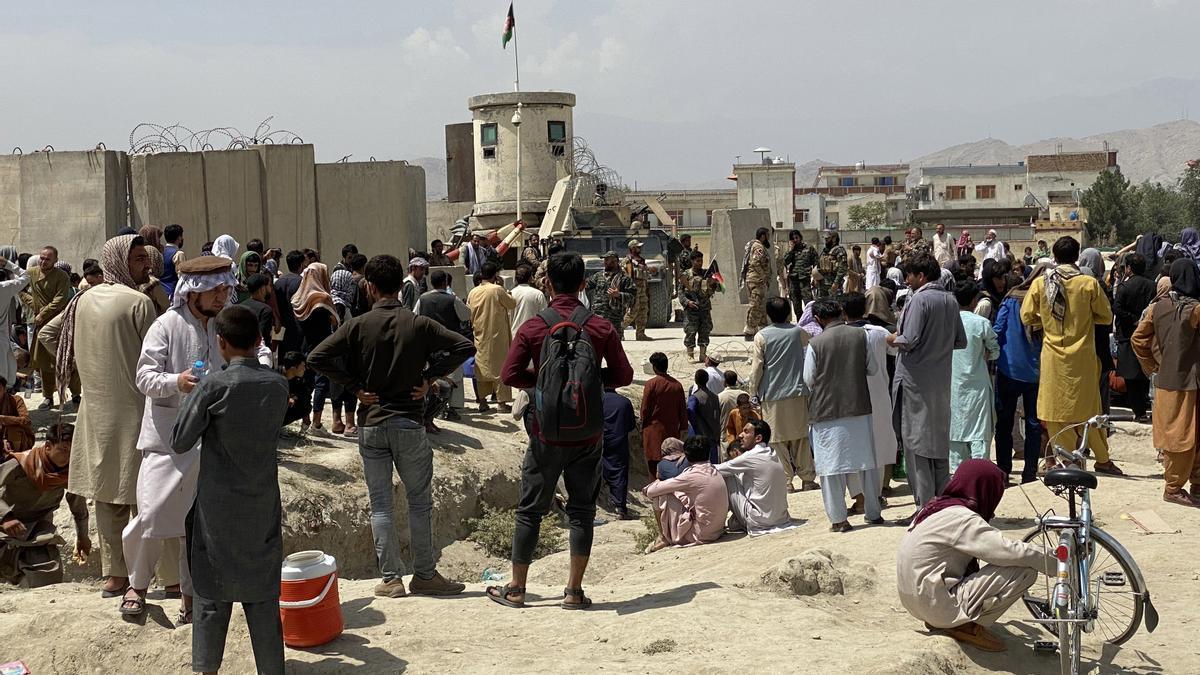 Situación en el exterior del aeropuerto de Kabul esta semana. EFE/EPA/STRINGER