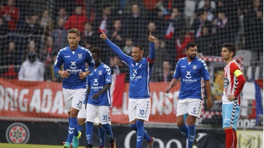 Los jugadores del CD Tenerife celebran uno de los tantos logrados ante el Lugo.
