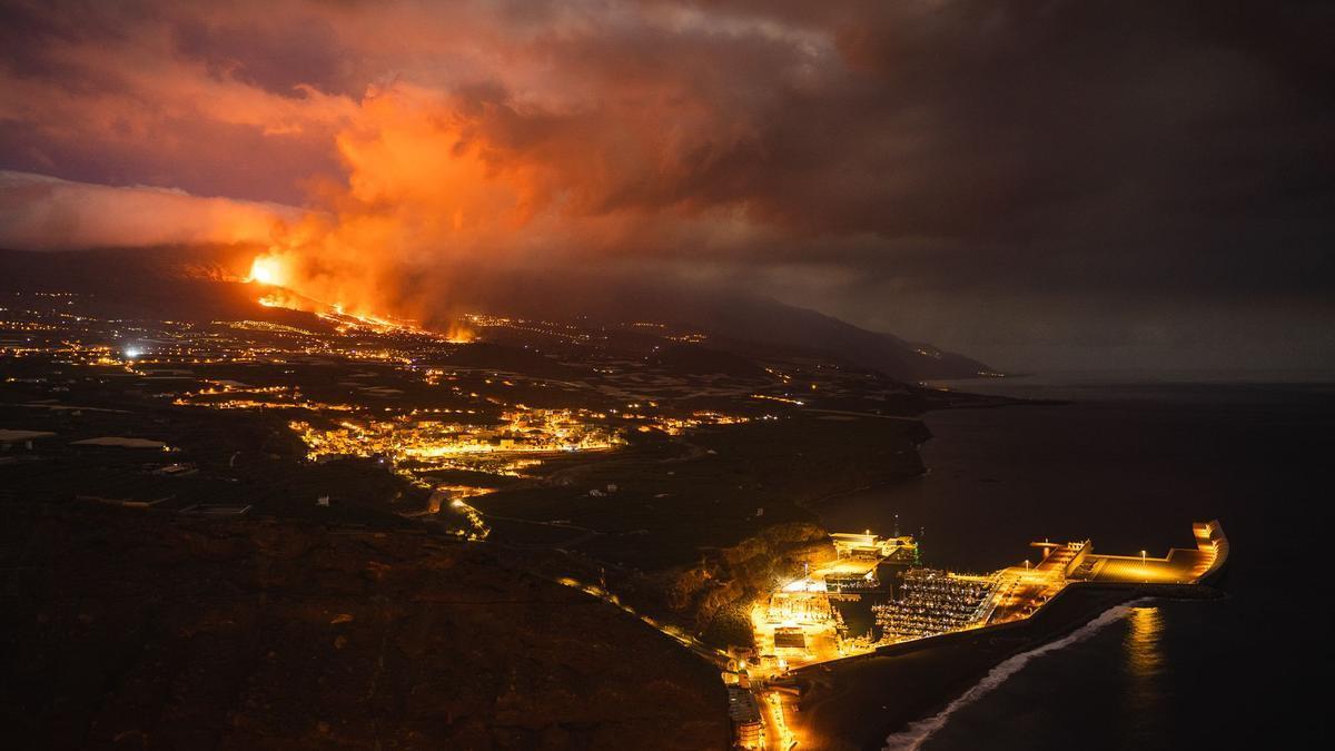 El volcán la pasada noche. ABIÁN SAN GIL