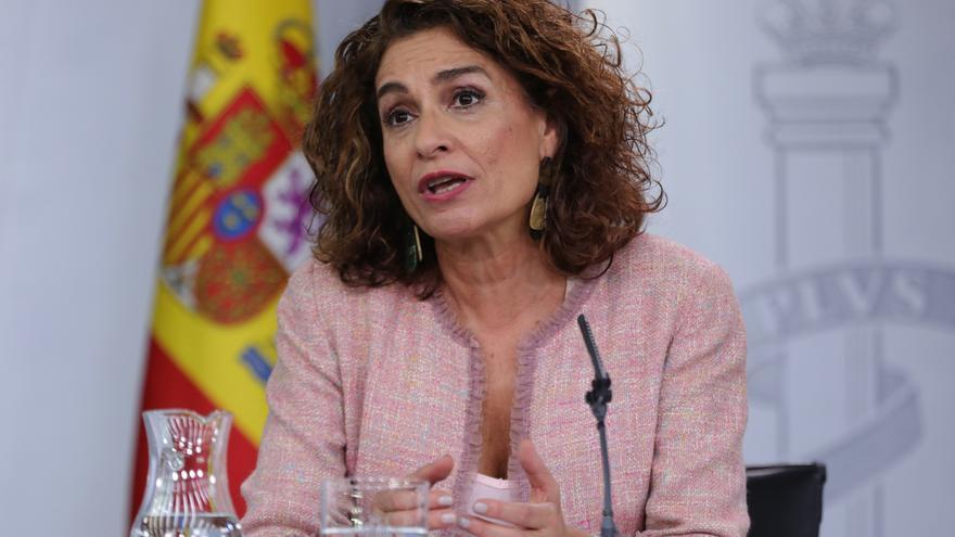 Hacienda comunica a la Junta que no podrá salir a los mercados y pide un plan de ajuste por incumplir el déficit en 2018