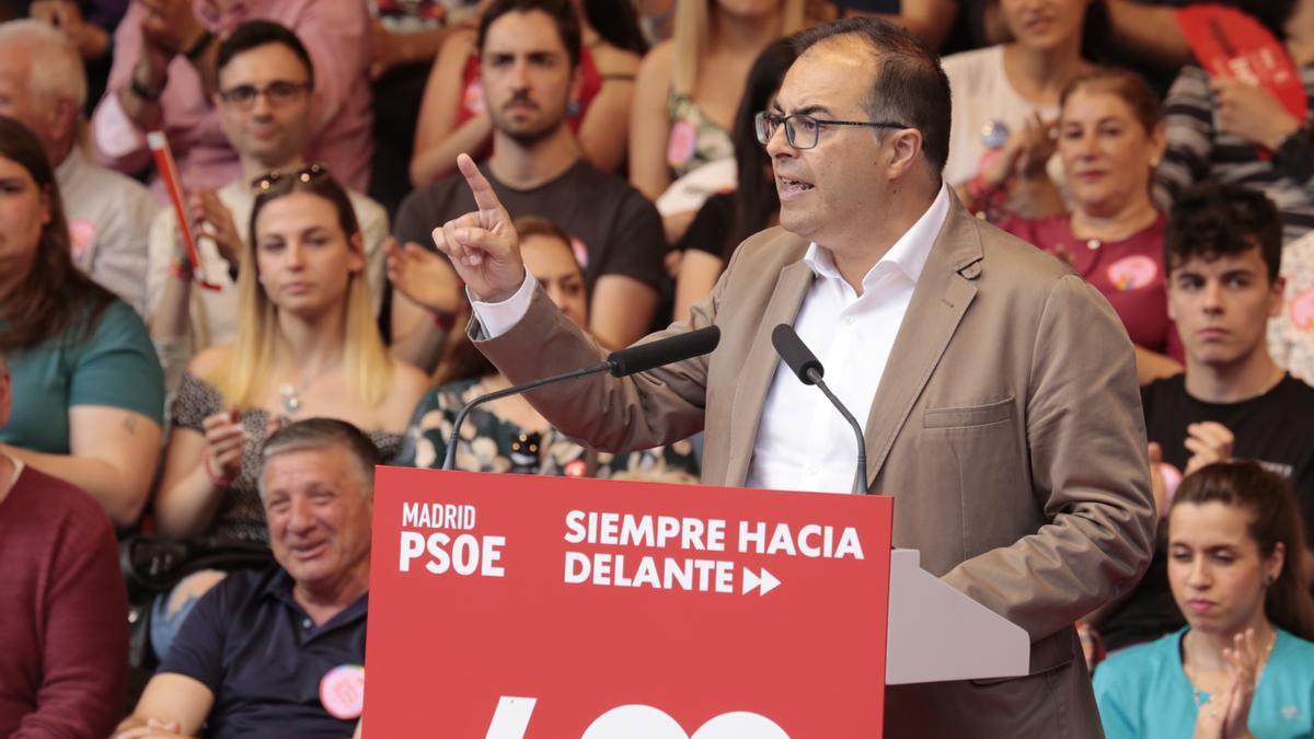 El alcalde de Leganés, Santiago Llorente, durante un mitin el pasado mes de mayo.