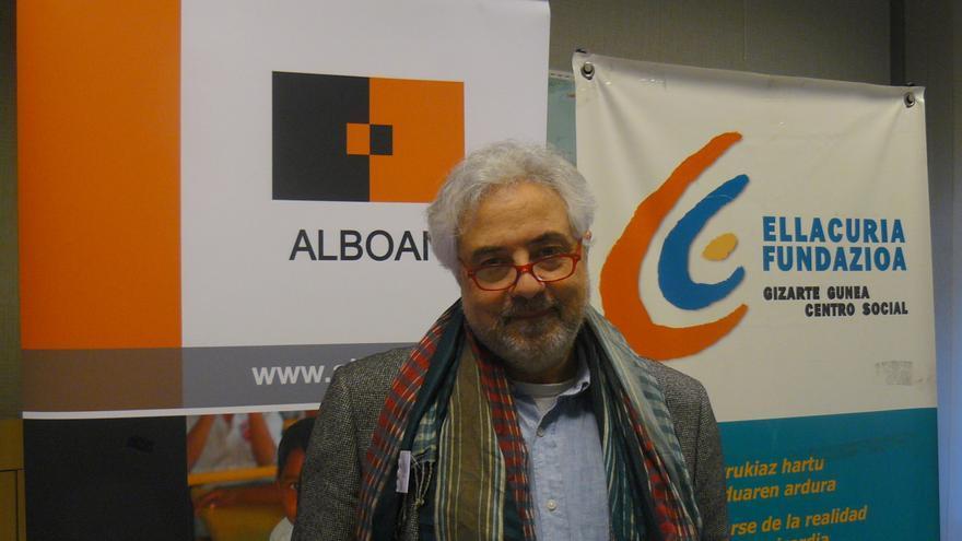 El catedrático Javier De Lucas antes de paritcipar en el simposio en Bilbao
