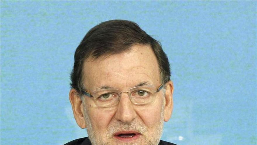 """Rajoy pide a Zoido """"calma"""" para elegir a su relevo y próximo candidato del PP"""