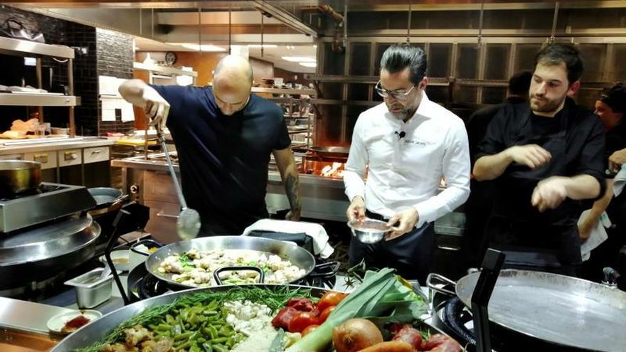"""El chef Quique Dacosta """"dignifica"""" la paella en Londres"""