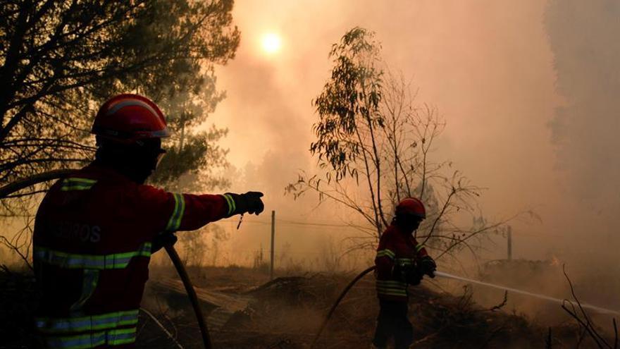 Cae un helicóptero que trabajaba en la extinción de un incendio en Portugal