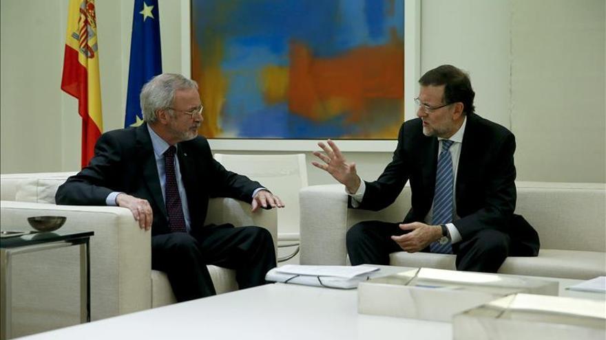 Rajoy recibe al presidente del Banco Europeo de Inversiones (BEI) en su visita a España