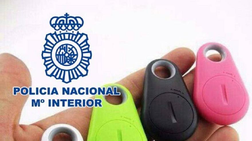 Llaveros con chip localizador. (Policía Nacional).