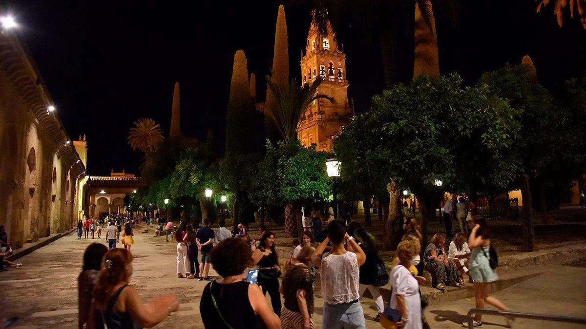 Visitantes en la Mezquita en la Noche del Patrimonio.