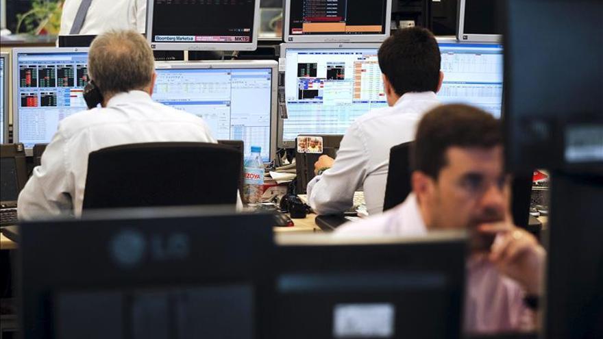 España capta 5.196 millones en letras y vuelve a cobrar a los inversores