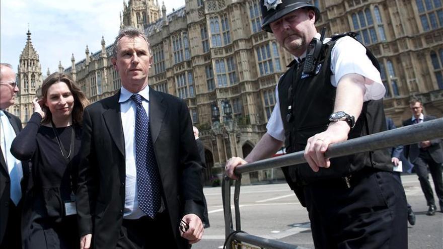 """Suspendido de sus funciones el """"tory"""" británico denunciado por violación"""