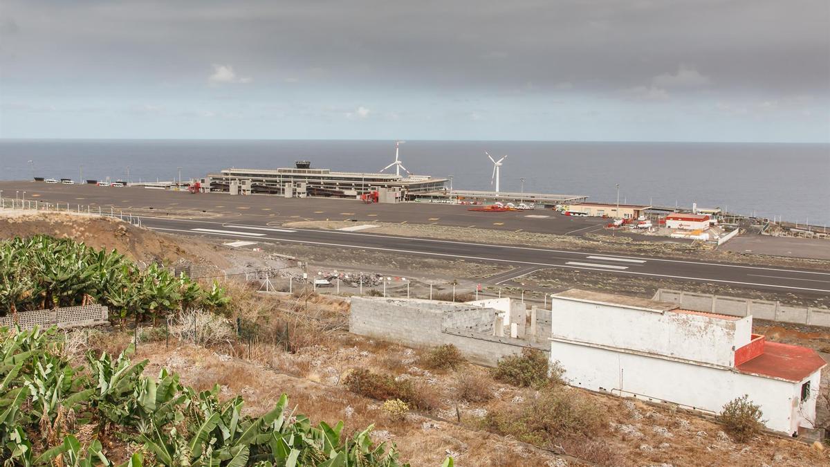 Vista general del aeropuerto de La Palma, después de su cierre el pasado 24 de septiembre por la nube de ceniza del volcán de Cumbre Vieja