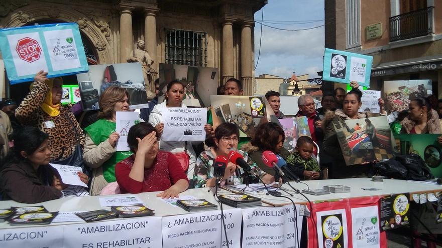 """La PAH alerta de una """"segunda fase de desahucios"""" y pide al Ayuntamiento de Pamplona que arregle sus pisos en propiedad"""