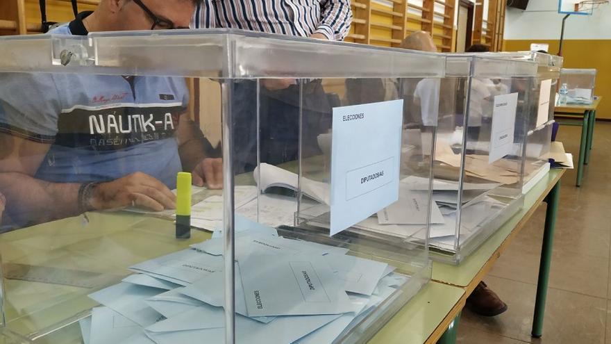 Urnas en un colegio electoral de Albacete.
