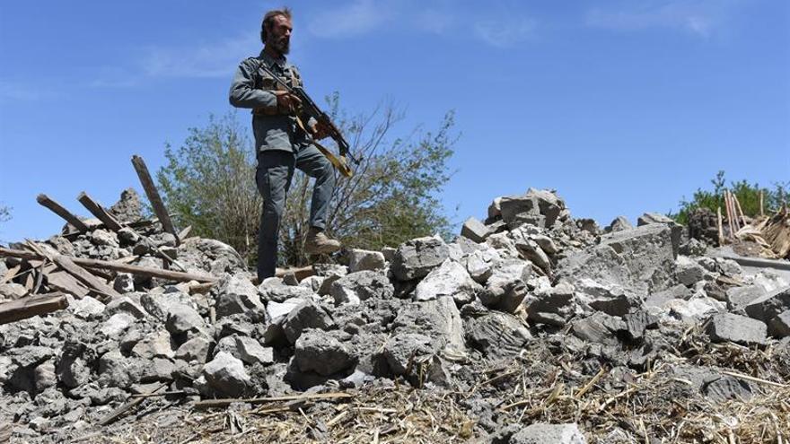 El Ejército afgano afirma que la bomba de EEUU mató a más de 95 miembros del EI