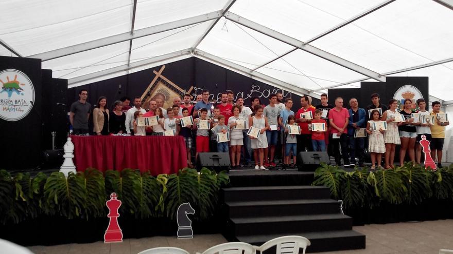Foto de familia de los participantes en el torneo.