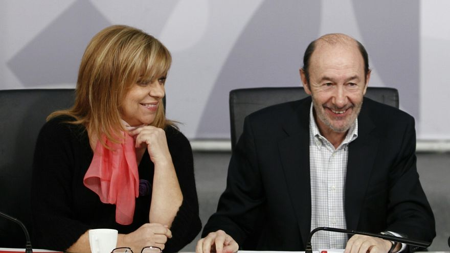 """Rubalcaba aconseja a los """"analistas"""" que, en vez de hablar de primarias, """"se pongan a trabajar en las europeas"""""""