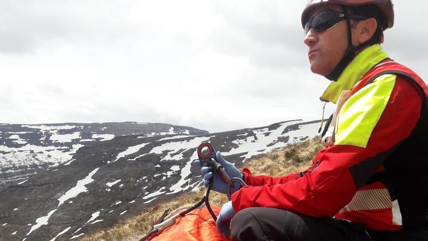 Rescatado en helicóptero un norteamericano de 44 años que cayó 30 m. por Lunada